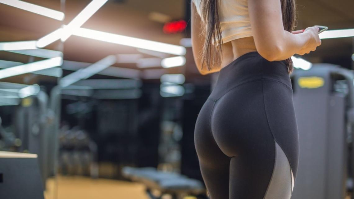 Gegen die Orangenhaut hilft Training nur teilweise. Verzichten solltest du auf dein Workout, aber trotzdem nicht